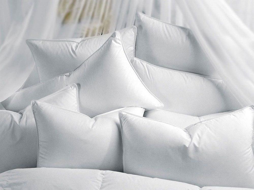 Чистка синтетических подушек